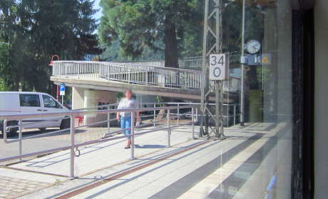 Rampe für Radfahrer am Bahnhof Neckargerach